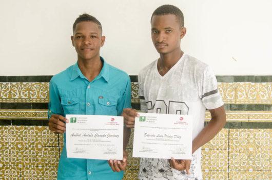 Jóvenes de Tierra Baja reciben becas para estudios superiores en la Universidad Tecnológica de Bolívar.