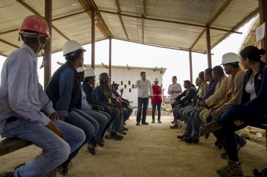 Inducción de trabajadores de la comunidad de Tierra Baja en el proyecto Burano de la constructora Amarilo