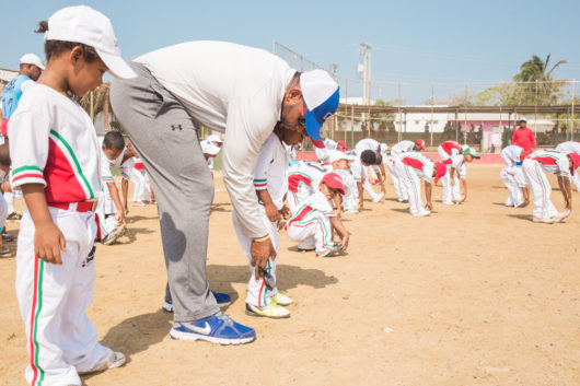 Clínica de Bateo en Manzanillo del Mar con jugadores de la liga de Claro y LMB