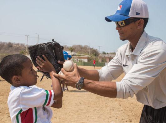 Clínica de Bateo en Manzanillo del Mar con jugadores de la liga de Claro y LMB.