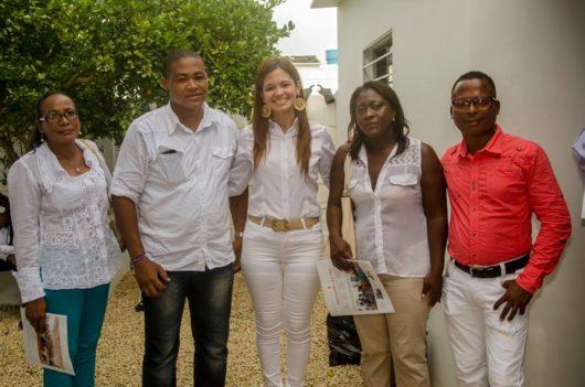 Miembros de la comunidad de Manzanillo del Mar en el lanzamiento de nuestra sede en Tierra Baja.