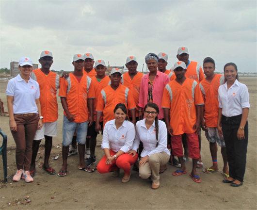 Entrega de dotaciones deportivas en apoyo al deporte de la comunidad de Villa Gloria